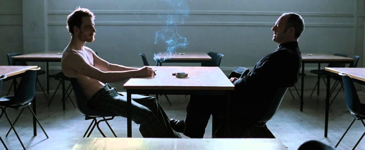 Hunger de Steve McQueen : Bobby et Father Dom (Michael Fassbender et Liam  Cunningham) | La Compagnie Affable